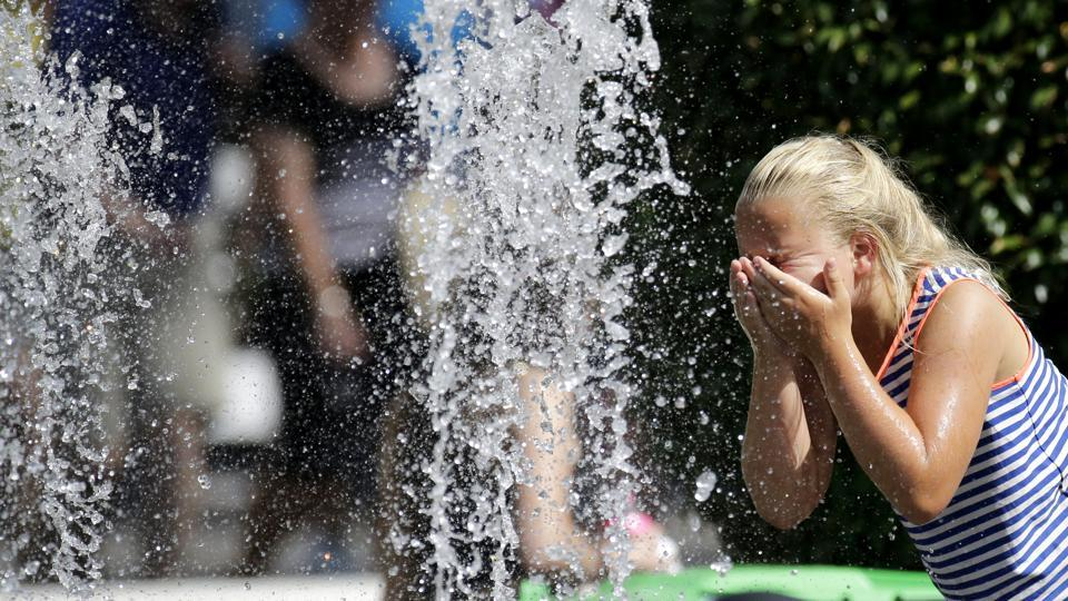 After the superstars of tennis, it was the water fountains that attracted most of  the attention of the fans at the Australian Open in Melbourne Park. (AP)