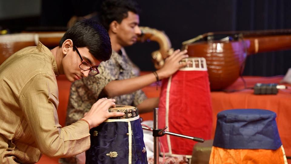 Musicians get ready for the performance. (Anshuman Poyrekar/HT PHOTO)