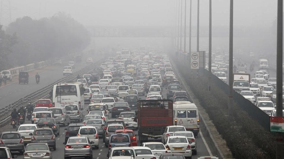The snarl started around 8am. It was primarily the result of cab drivers idling along the expressway, and partly because of fog and low visibility .