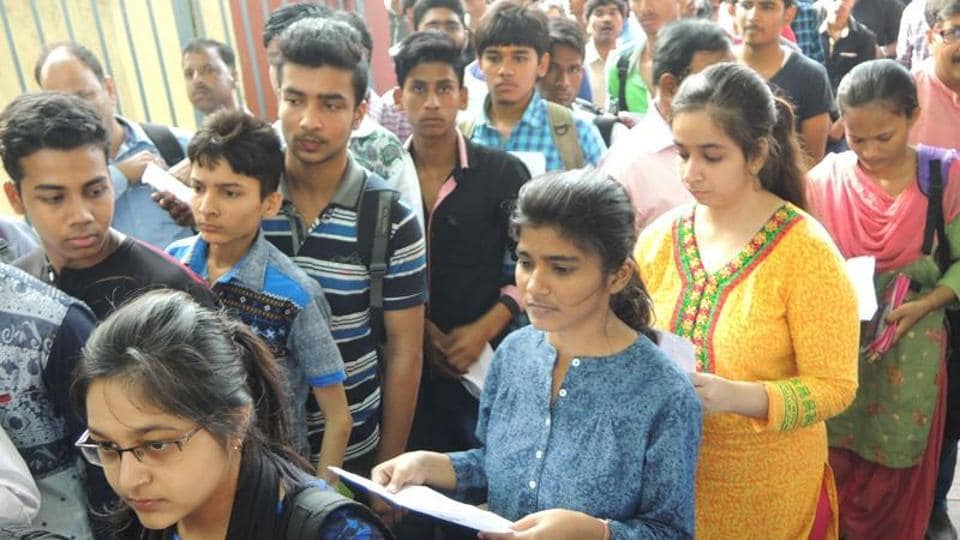 Out of 9,041 students who appeared from Jaipur, 902 cleared the Chartered Accountants (CA) final exam the results for which were declared on Tuesday.