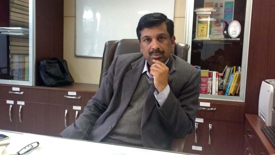 V Umashankar, the officer on special duty of the GMDA, has been given the additional charge of MCG commissioner.
