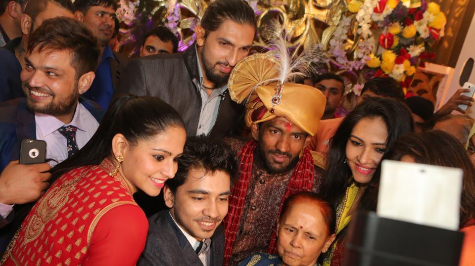 Yogeshwar Dutt's wedding in Delhi on Monday drew several celebrities including Indian cricket pacer Ishant Sharma