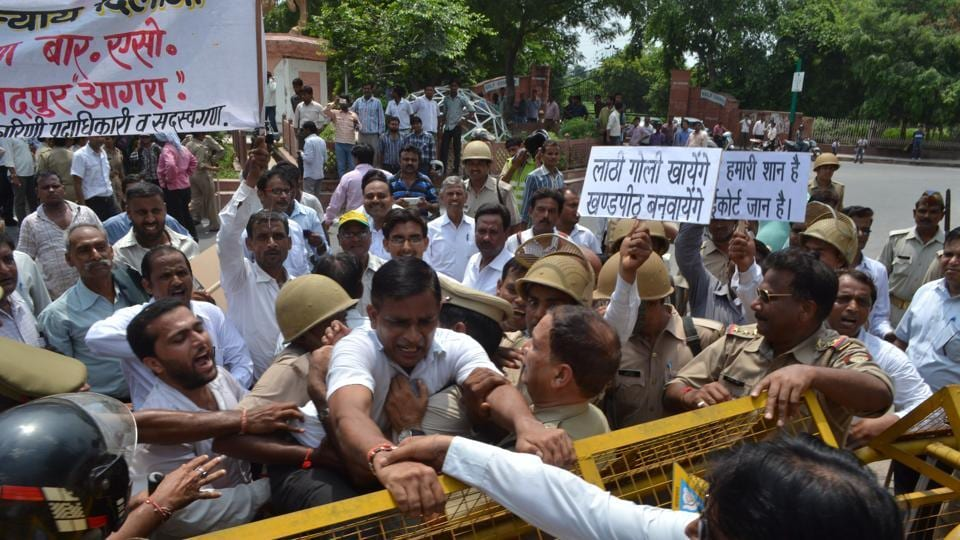 Lawyers agitating for high court bench in Agra.