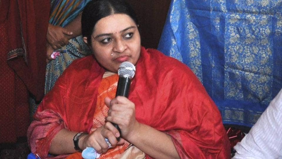 Former Tamil Nadu Chief Minister Jayalalithaa's niece Deepa Jayakumar  addessing the press conference at her residence in Chennai on Tuesday, Deepa will announce her political plans on her aunt's birthday.