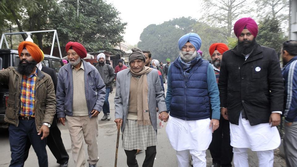 AAP candidate HS Phoolka arrived at the Mini Secretariat with his 95-year-old teacher Amrit Sagar Gupta to file his nomination on Tuesday.