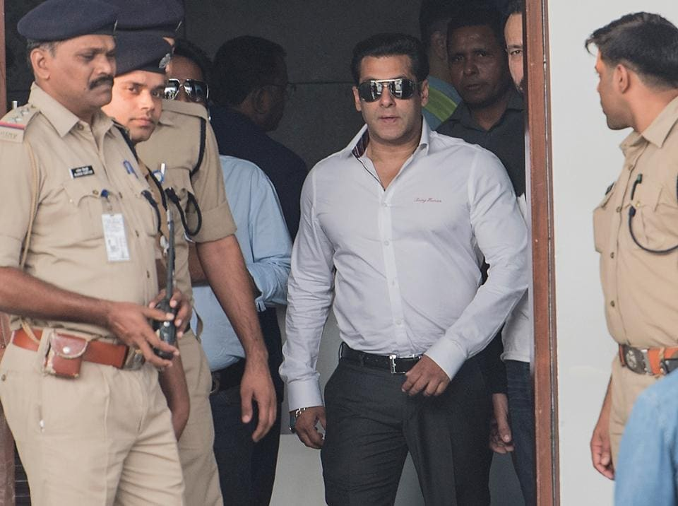 Actor Salman Khan arrives in Mumbai after being acquitted by a Jodhpur court on Wednesday.  (Satish Bate/HT PHOTO)