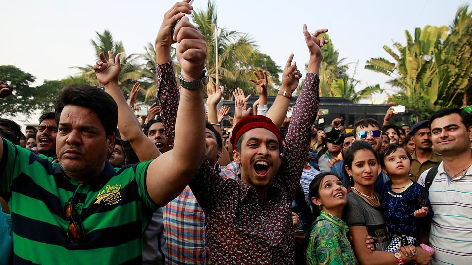 Fans of Salman Khan cheer after his return to Mumbai from the court hearing in Jodhpur.  (AP)
