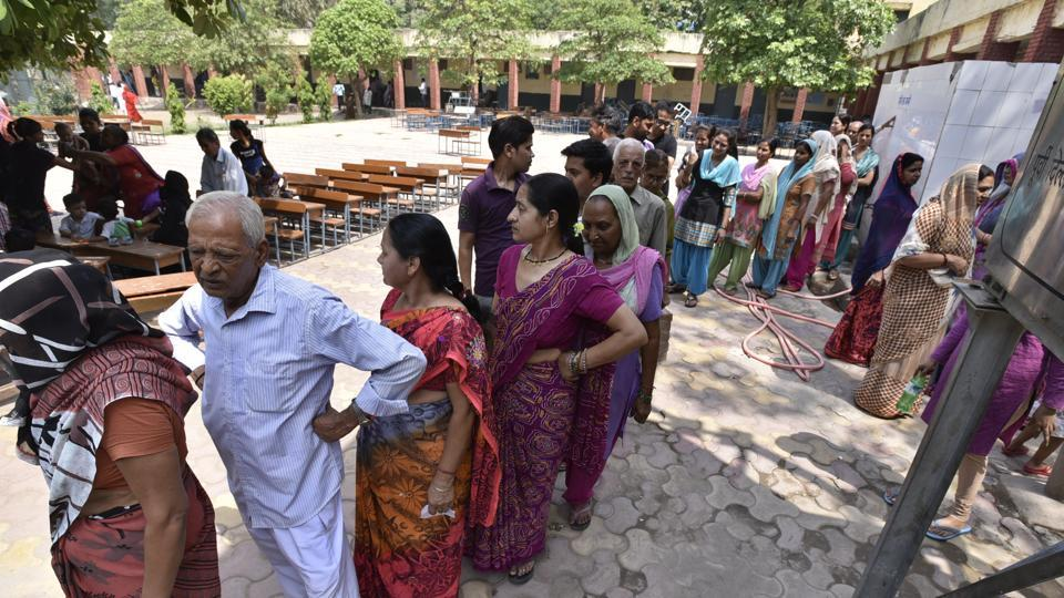People queue-up to vote in the municipal bypolls in May 2016. The full elections to the three municipal corporations in Delhi are likely to be held in April.