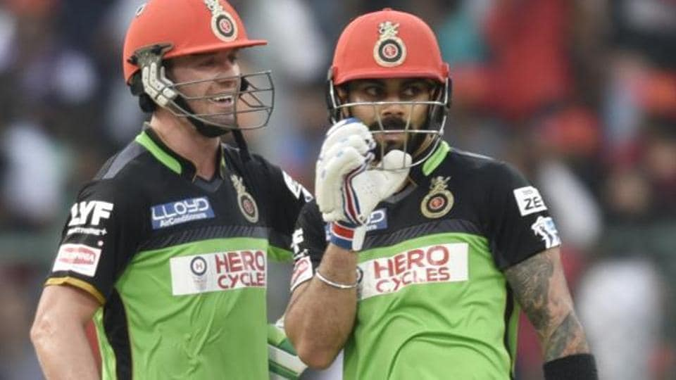 AB de Villiers (left) is not in a hurry to return to playing Test cricket after an elbow surgery, but reuniting with Virat Kohli (right) in IPL 2017 is a priority for the South African cricketing icon.