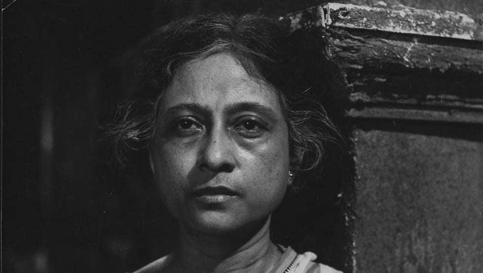 Bengali actor Geeta Sen,Mrinal Sen,Chorus