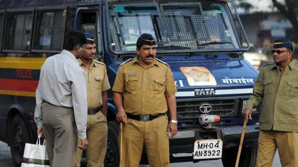 mumbai cops,mumbai police,medical vans