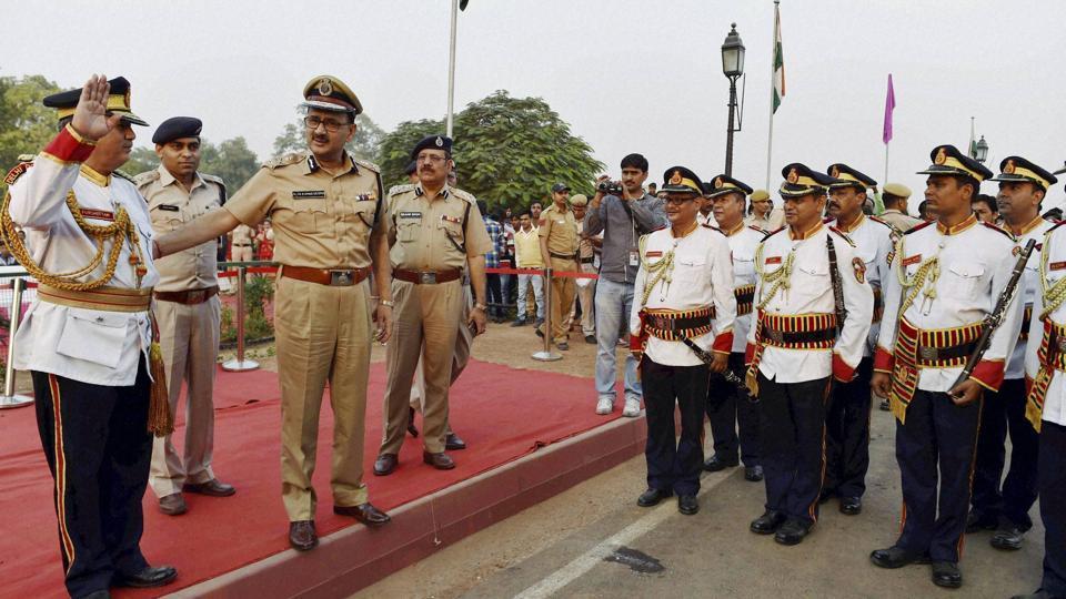 Delhi Police commissioner Alok Kumar Verma greets the Delhi Police band contingent as they perform at a function on the occasion of 'Rashtriya Ekta Divas' at India Gate near Amar Jawan Jyoti. (PTI File Photo)
