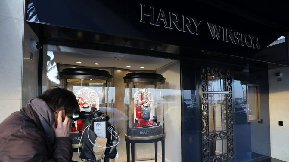 A cameraman films the shop window of the Harry Winston jewelry shop on the Croisette promenade in Cannes, southern France, on January 18, 2017, a few hours after a robbery took place at the shop. / AFP PHOTO / Valery HACHE