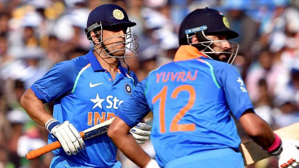 MS Dhoni and Yuvraj Singh cross for runs during the 2nd ODI between India vs England at Barabati Stadium in Cuttack on Thursday.