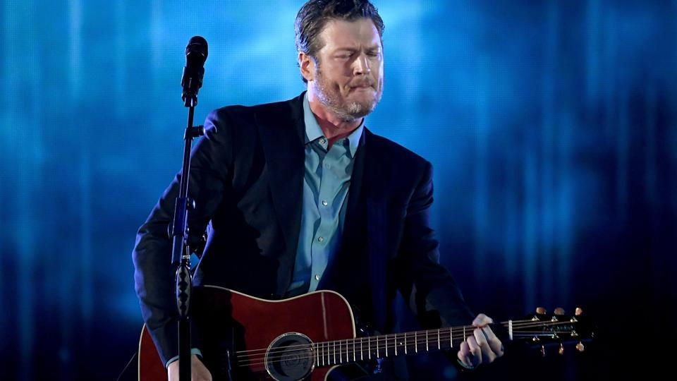Musician Blake Shelton performs onstage during the People's Choice Awards 2017 at Microsoft Theatre on January 18, 2017 in Los Angeles. (AFP)