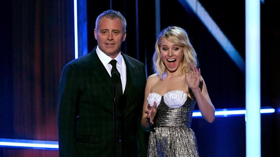 Actors Matt LeBlanc (L) and Kristen Bell speak onstage during the People's Choice Awards 2017. (AFP)