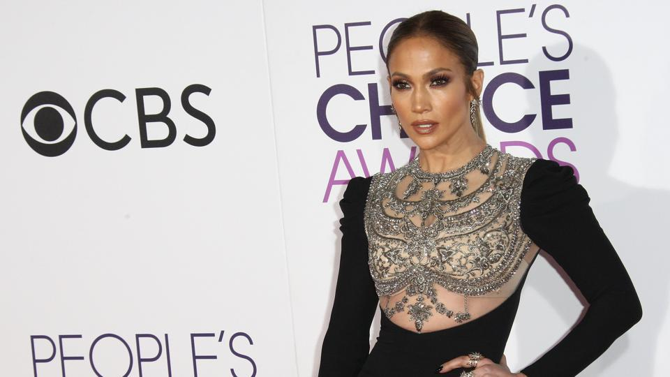 Jennifer Lopez arrives at the People's Choice Awards 2017. (AFP)