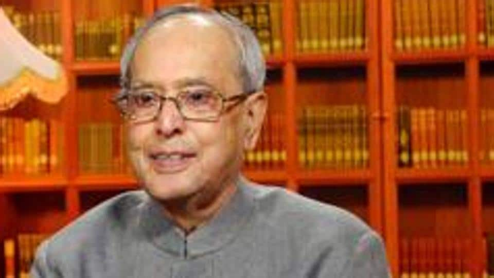 President Pranab Mukherjee was on way to attend a function of a local newspaper in Kolkata.