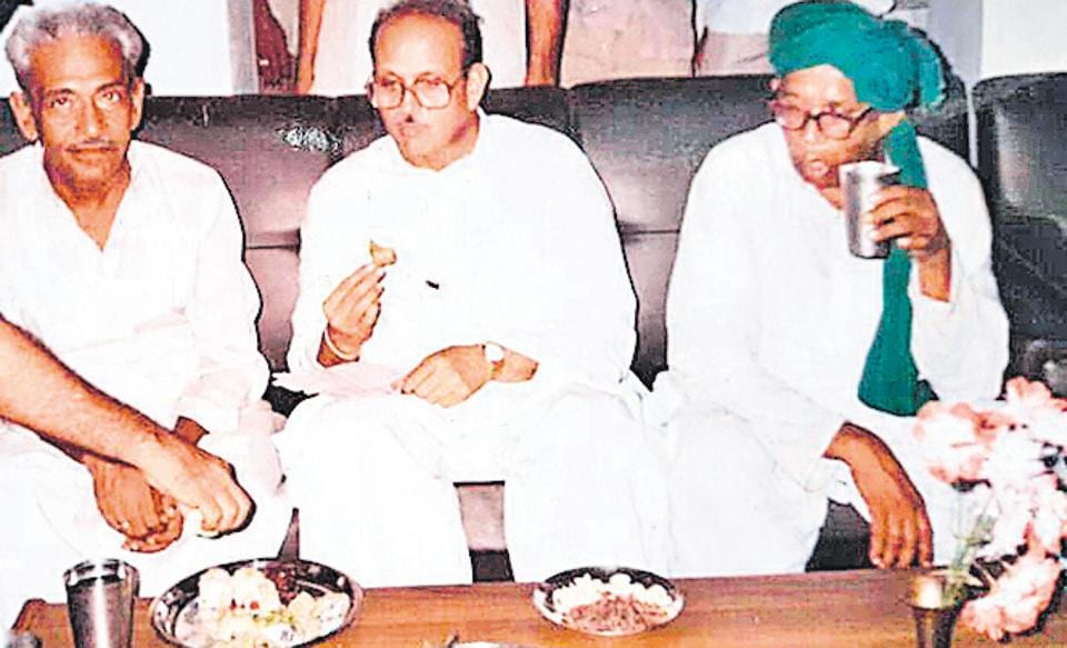 Kunwar Lal Chandan Singh of Asothar royal family of Fatehpur (extreme left) with former Prime Minister Vishwanath Pratap Singh.