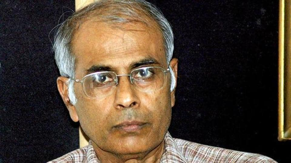 """Appearing for the CBI that is conducting the probe into rationalist Narendra Dabholkar's (in picture) murder, additional solicitor-general Anil Singh told the HC that the probe agency had accordingly decided to """"drop the pursuit,"""" and instead consult an independent forensic lab in Ahmedabad."""
