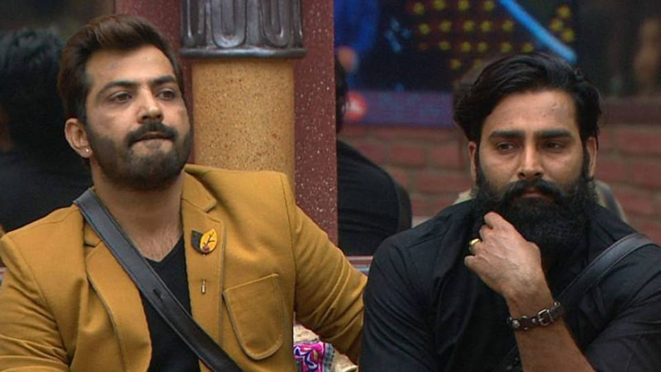 Manu was seen crying when Manveer started shivering due to cold water that Bani and Rohan kept pouring on him during a task.