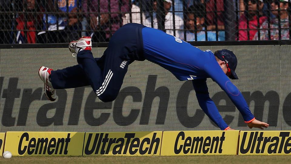 Alex Hales falls while trying to save a boundary during India vs England second ODI in Cuttack.