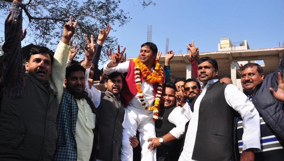 Sahibabad SP candidate, Virender Yadav, felicitated by supporters after his name was officially declared by the party.