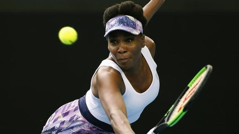 Venus Williams cruised into the Australian Open 4th round after beating China's Duan Yingying.
