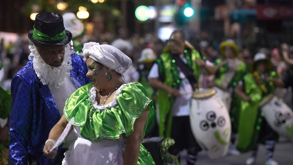 Performers participate in the opening parade of the Uruguayan carnival --the world longest-- in Montevideo, on January 19, 2017.The fiesta, also known as 'The Parade of the Calls', started during the colonial period as a slave parade on the city streets. (Pictured) Dancers put up a show at the parade. (MIGUEL ROJO / AFP)