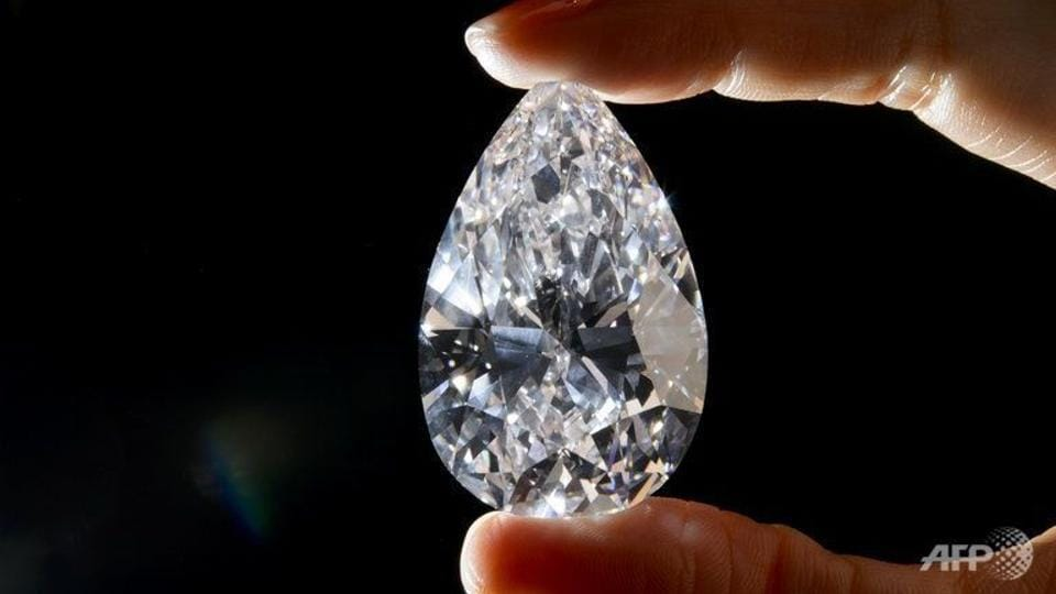 The diamonds and jewellery were taken during the hold up of a KLM armoured car in a high-security portion of Schiphol airport in February 2005, police said in a statement.
