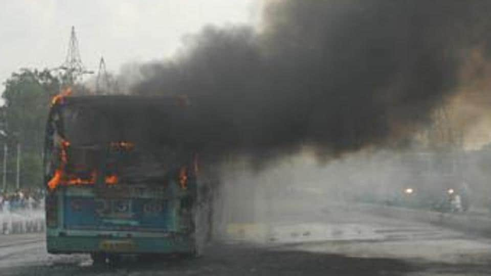 The mob torched a private bus plying on Ranaghat-Kalna route on Saturday.