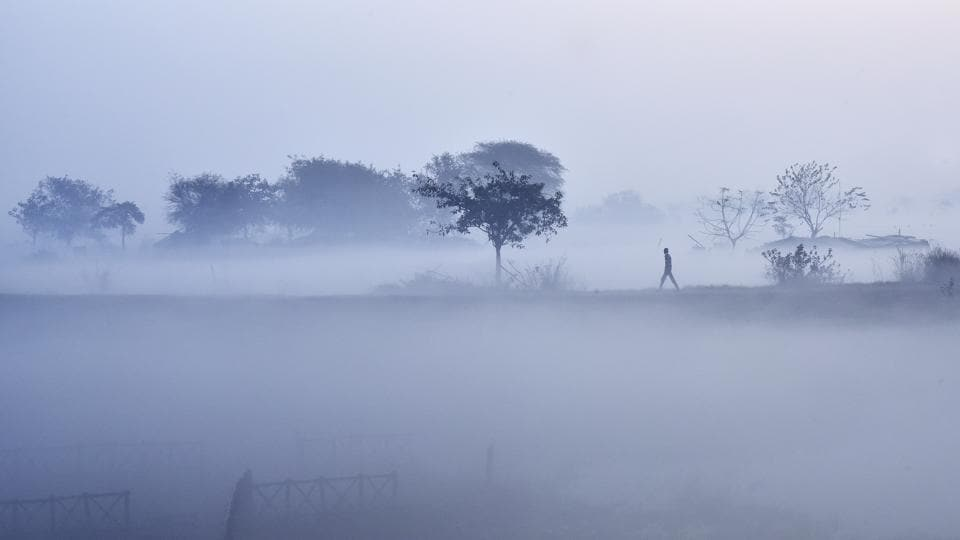 Fog engulfs the area near Yamuna as North India braves cold waves. (Ravi Choudhary/HT PHOTO)