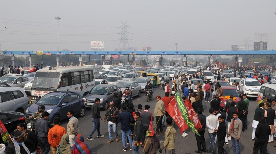 Hundreds of SP workers, in SUVs and cars, gathered on the flyway to welcome Chaudhary, who returned from Lucknow to Noida via Delhi onSaturday.