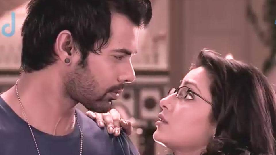 Sriti Jha and Shabbir Ahluwalia play the lead role in Kumkum Bhagya.