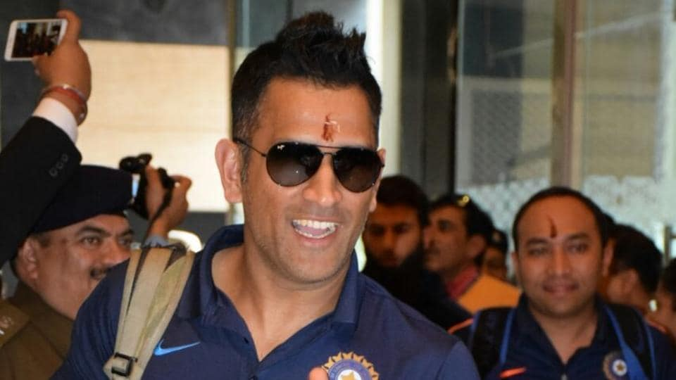 MS Dhoni is all smiles as he arrives at the team hotel in Kanpur for the first India vs England T20I.   (Manoj Yadav/HT PHOTO)