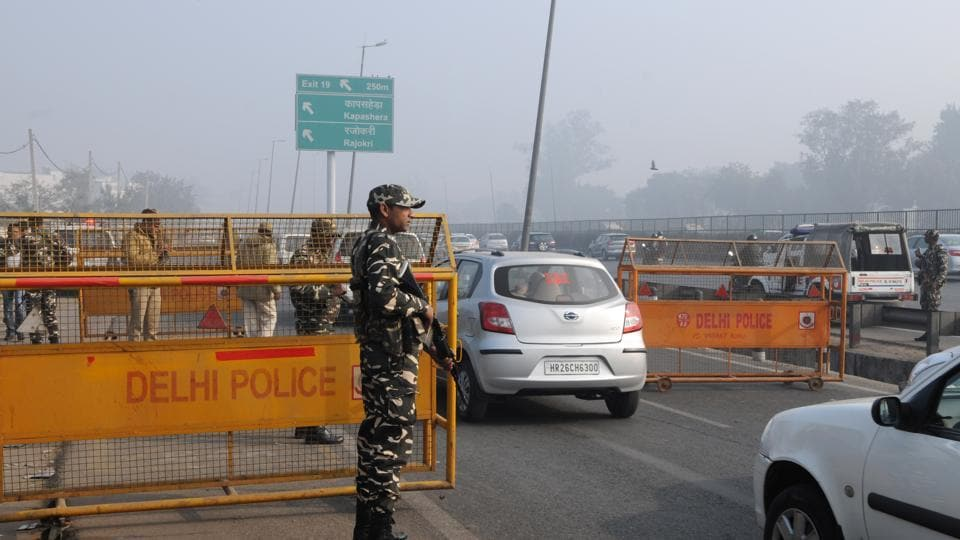 Sashastra Seema Bal and Delhi Police have been deployed on the Delhi-Gurgaon expressway at Sirhaul border for security checks ahead of Republic Day.