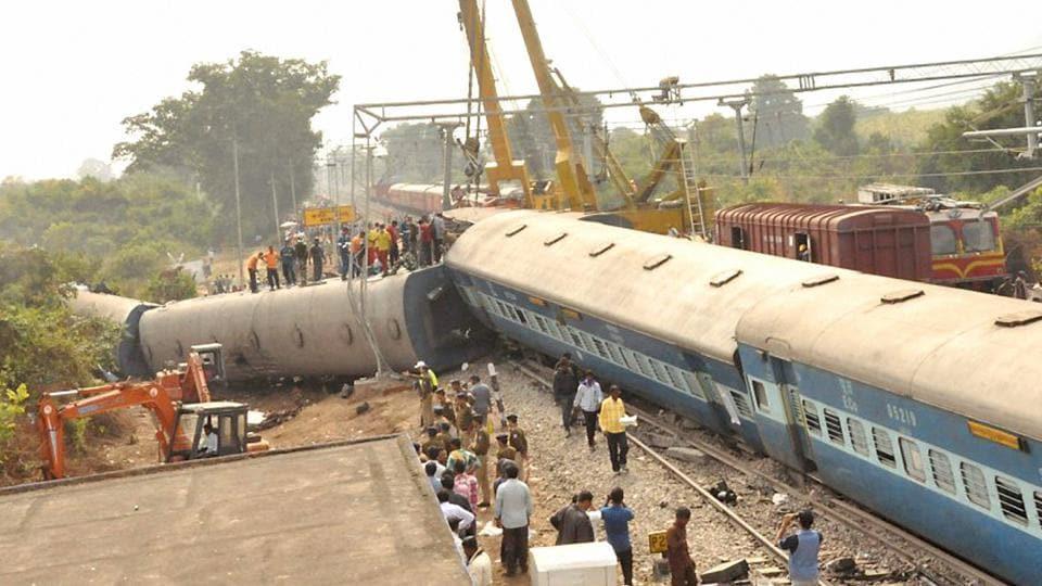 The Hirakhand Express, plying from Jagdalpur in Chhattisgarh to Bhubaneswar in Odisha, derailed near Kuneru railway station in Andhra Pradesh's Vizianagaram district late on Saturday night.