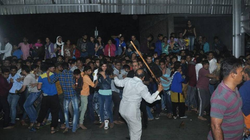 #RaeesByRail,Raees By Rail,Shah Rukh Khan