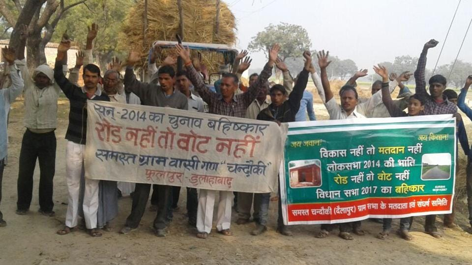 Residents of Chandouki village staging a protest.