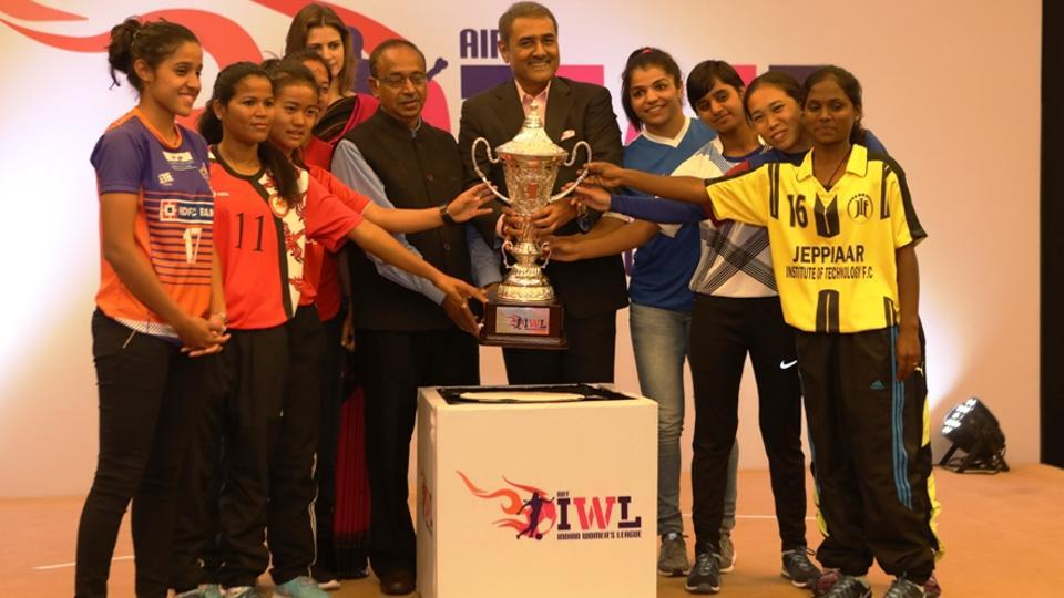 Captains of the six Indian Women's League teams pose with trophy alongside Rio Olympics medalist, Sakshi Malik (fourth from right), All India Football Federation (AIFF) president, Praful Patel (5th from right), and union Sports Minister, Vijay Goel (to Patel's right) .
