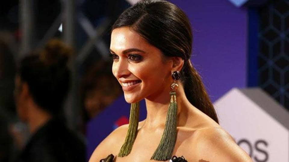 Deepika Padukone,Priyanka Chopra,Piku