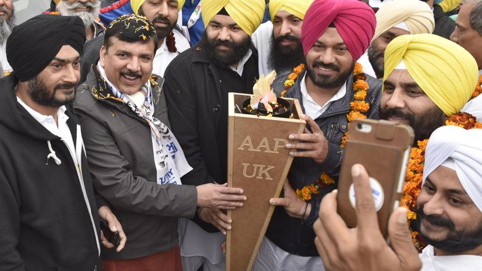 AAP senior leader Sanjay Singh along with state convener Gurpreet Ghuggi and Himmat Singh Shergill  with 'Flame of Hope' in  Amritsar on Tuesday.