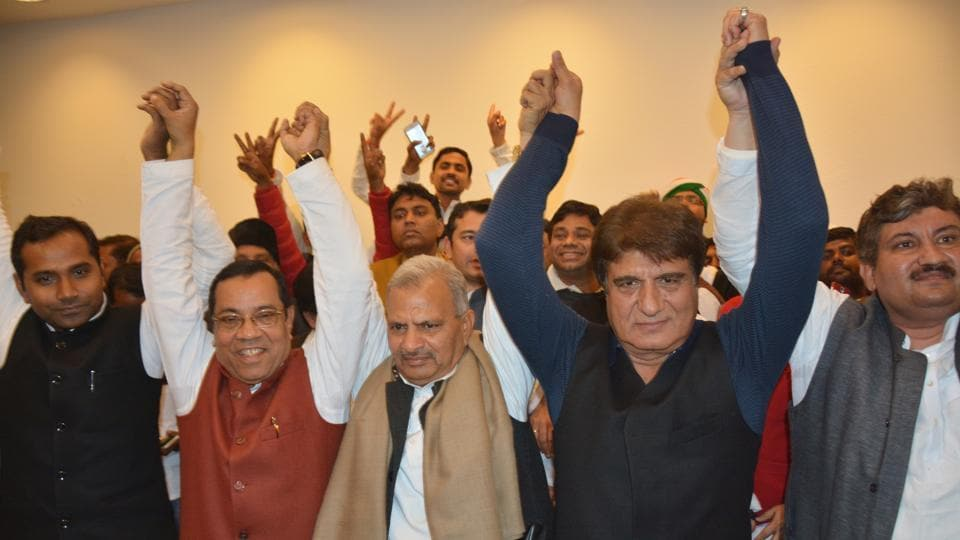 Samajwadi state president Narsh Uttam and Congress state president Raj Babbar after the two parties agreed on an alliance in upcoming Uttar Pradesh election on Jan 22,  2017.