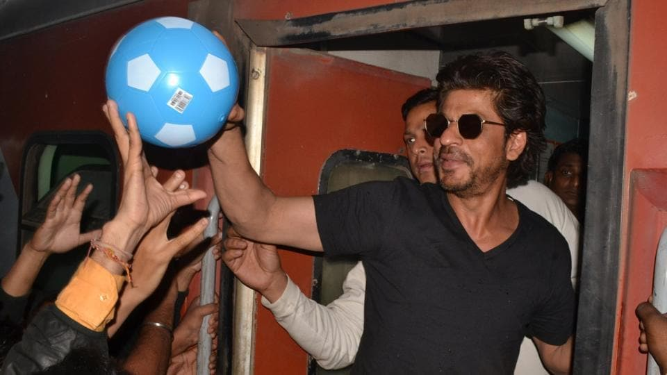 Shah Rukh Khan greets his fans at Mathura railway station while travelling by train to Delhi for promotion of his upcoming film Raees.