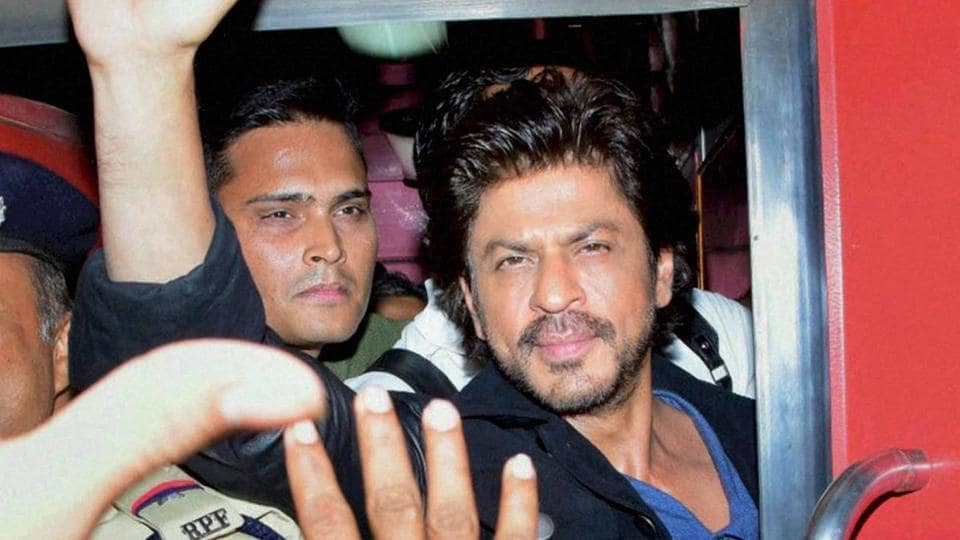 Shah Rukh Khan travels on August Kranti express from Mumbai Central to Delhi.