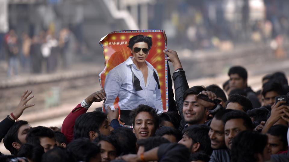 Shah Rukh Khan fans wait at Hazrat Nizamuddin Railway station in New Delhi on January 24, 2017.
