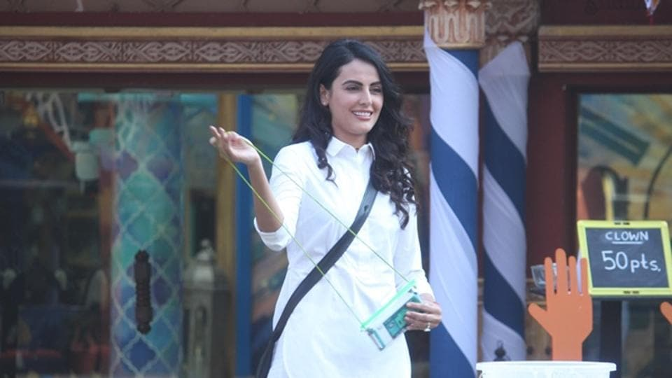 While Manveer's face lights up on seeing Nitibha back in the house, Mandana gives a really tough time to Lopamudra. She compares Lopa to Priyanka Jagga and Swami Om and says that all she does through the day is nag about Bani.