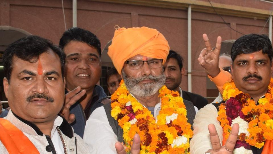 Chahan Singh (centre) with his supporters.