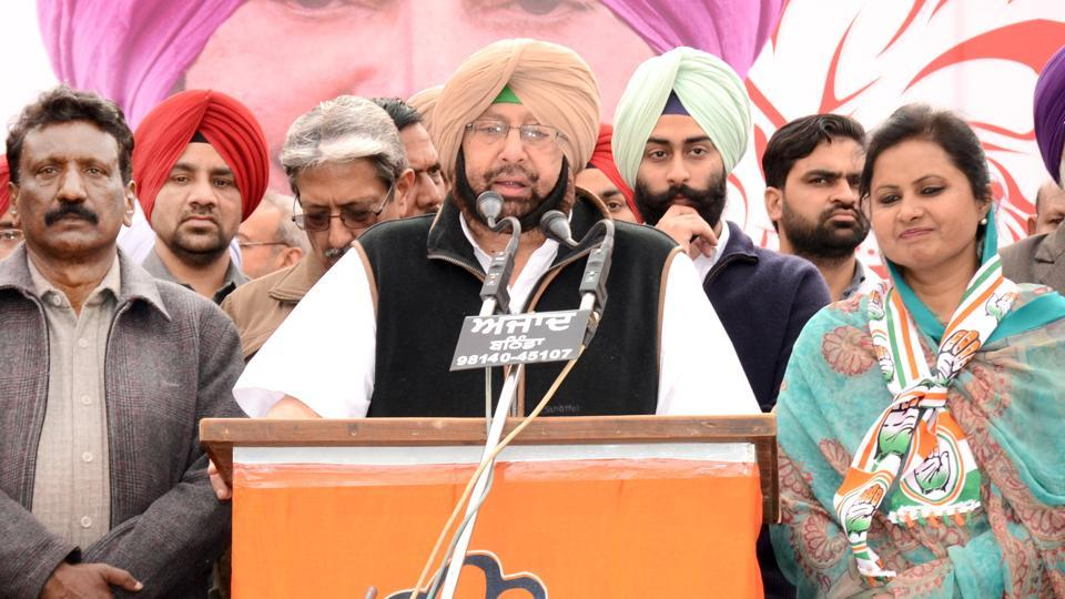 Captain Amarinder Singh flanked by Mangat Rai Bansal (left) and Manju Bansal, who is the party candidate from Mansa, at a rally on Tuesday.