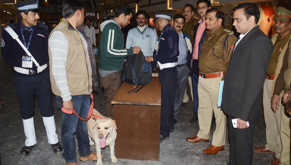 Anti-terror squad and civil police carried out a joint checking spree at Vaishali metro station and Kaushambi metro station on Wednesday afternoon.